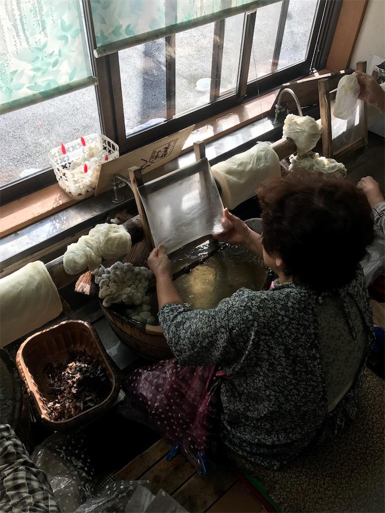 手引き真綿(シルク)のふとん工場を見学してきました。